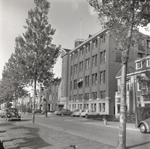 1956-10  (2) Bas den Oudsten