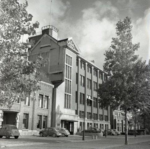 1956-10  (3) Bas den Oudsten